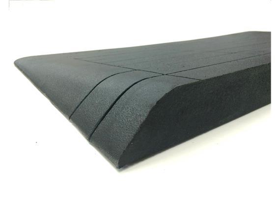 Rampe en caoutchouc surface latérales inclinée 75x900x600mm noir